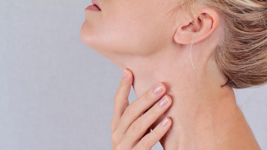 A nyak és a hónalj papillómái okozzák
